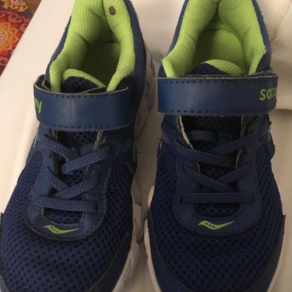 88ee3823 Boys Youth Saucony Vortex Sneakers Sz 1